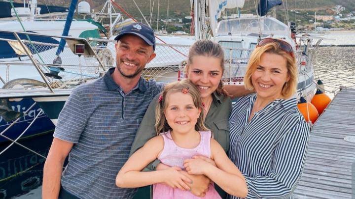 Новосибирская семья с детьми дошла на яхте до Антарктиды, но застряла в Австралии из-за коронавируса
