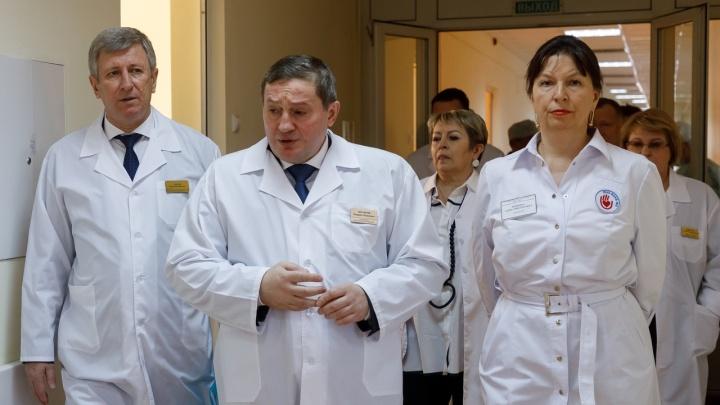 «В своей больнице можно командовать»: в Волгограде 6 врачей провизорного госпиталя слегли с COVID-19
