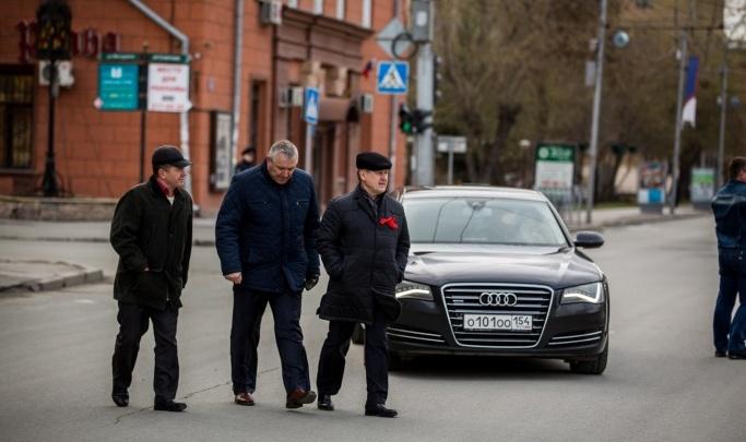 В автопарке мэрии сократилось число машин, на которых возили Анатолия Локтя