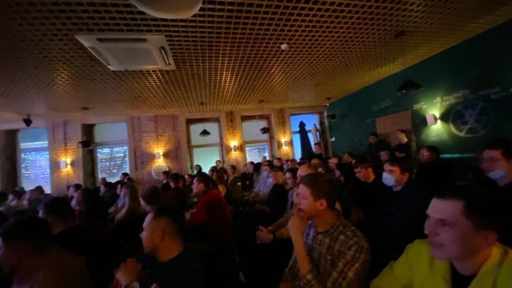 Смех без правил: зрители заявили о нарушении антиковидных мер на концерте Михаила Шаца в Челябинске