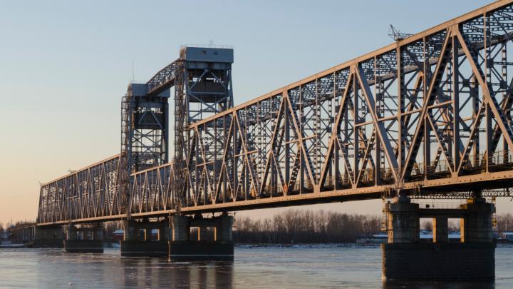 В Архангельске на три дня полностью закроют для проезда автомобилей железнодорожный мост