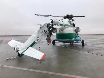 В аэропорту Волгограда Ми-8 снес мачту освещения. У вертолета отломлен хвост