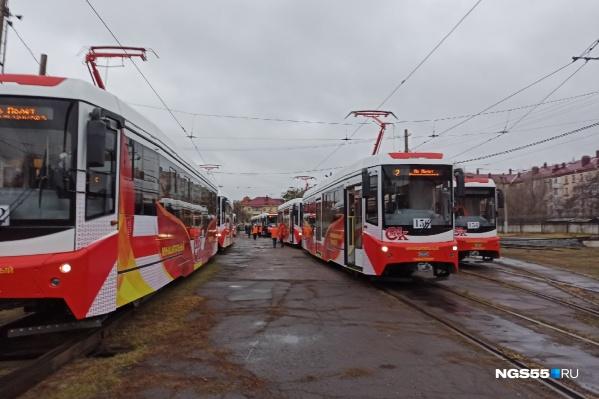 12 новеньких вагонов ждут, когда в них войдут первые пассажиры