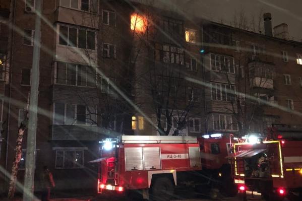 В пожаре на улице Гоголя в Ярославле пострадала женщина
