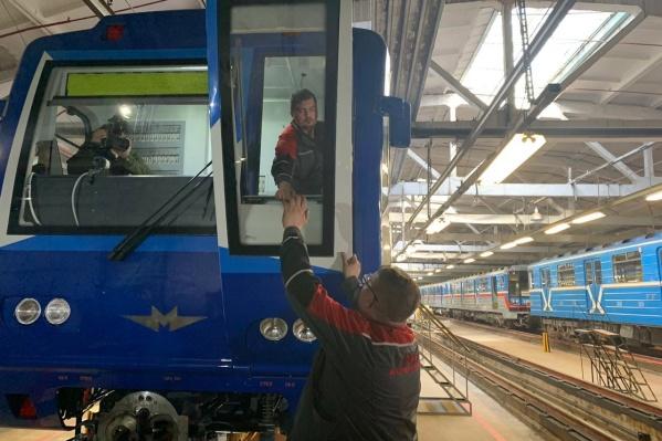 Один новый поезд готовят к работе, а 12 вагонов — к ремонту
