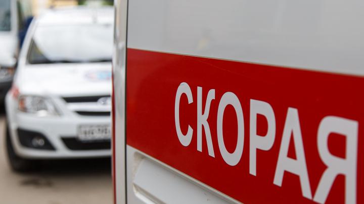 Прилегшего на дороге мужчину переехала машина в Волгоградской области