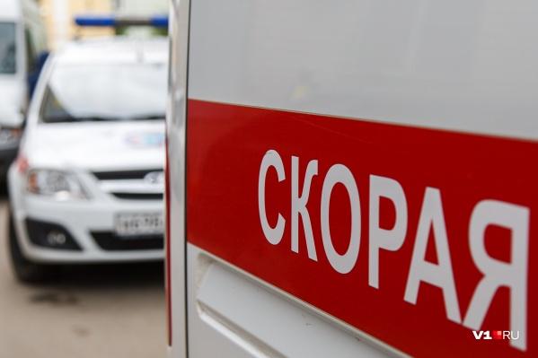 В больницу мужчину доставили в тяжелом состоянии