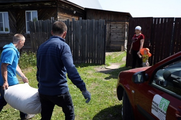 Вадим Шумков сообщил о начале раздачи животных с кормом и продуктовых наборов