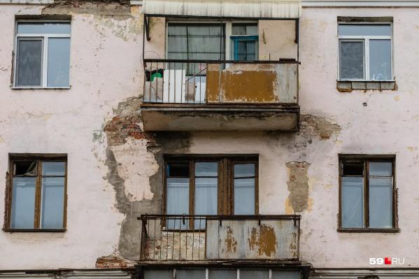 Большинство из вариантов, которые мы нашли, — квартиры в двух-пятиэтажных кирпичных домах 50–70-х годов на окраинах города