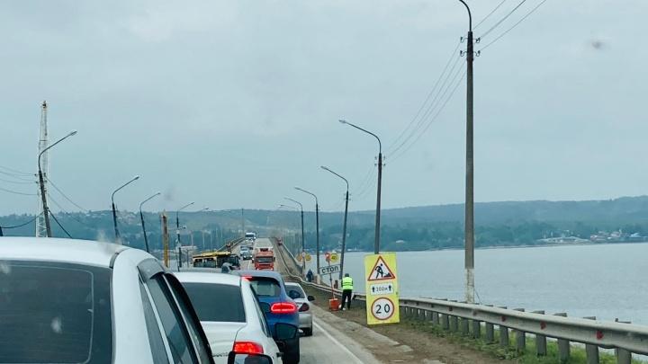 Пермяков просят воздержаться от поездок по Чусовскому мосту из-за пробок