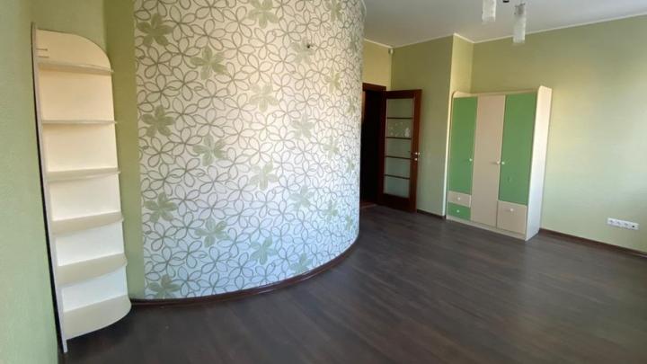 У Тарских ворот продают трёхэтажную квартиру за 8 миллионов