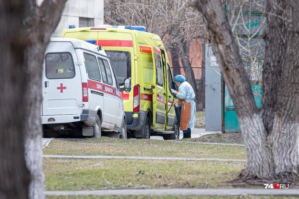 Перед отделениями КТ в Челябинске регулярно выстраиваются очереди из скорых и пациентов