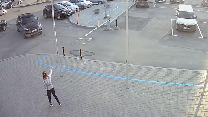 Водителя пытались остановить: появилось еще одно видео безумного тарана у цирка
