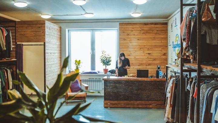«В самоизоляции был нереальный всплеск»: как работает социальный секонд-хенд в Красноярске