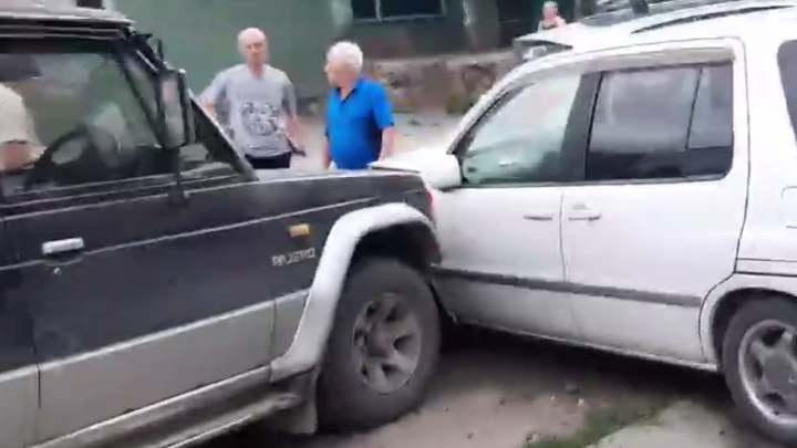 «Отметил дачу»: в Заельцовском районе пьяный водитель «Тойоты» врезался в три припаркованных машины