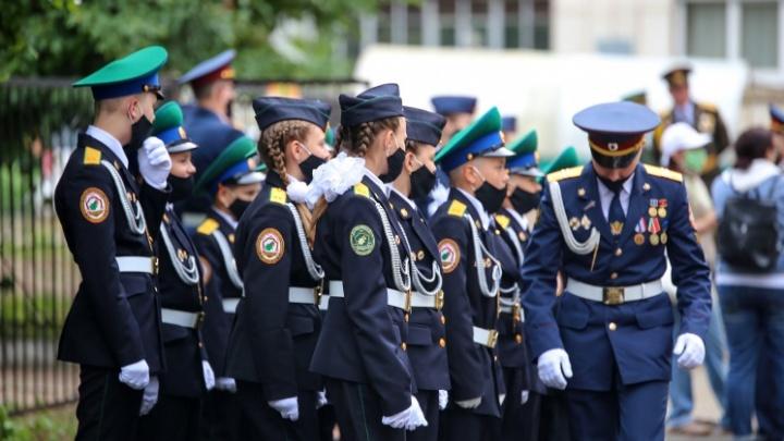 «Спасибо, всем большое спасибо»: парад у дома ветерана в Уфе — в одном трогательном видео