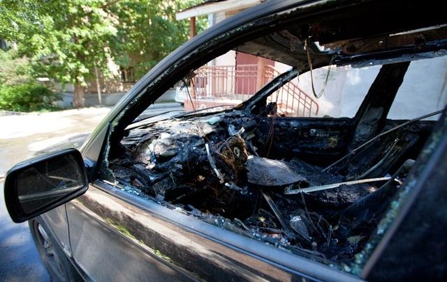 В Челябинской области сожгли четыре дорогих машины, в том числе внедорожник священника