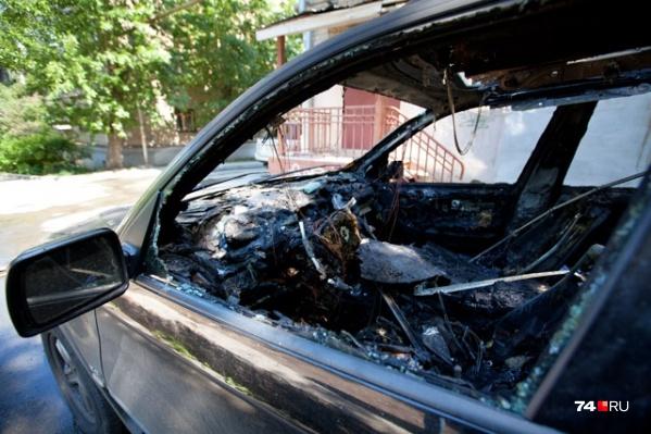 Несколько дорогих иномарок сожгли ночью в Магнитогорске