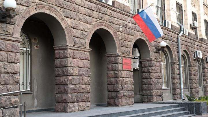 Полицейский и адвокат в Батайске пообещали подсудимому свободу за 650 тысяч. Тот обратился в ФСБ