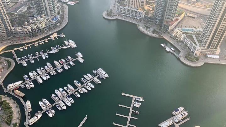 Без денег, без работы, без возможности уехать из рая: три омички застряли в Дубае