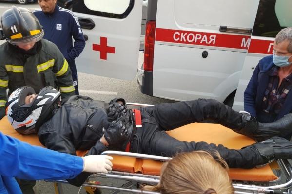 Управлявшего мотоциклом мужчину госпитализировали