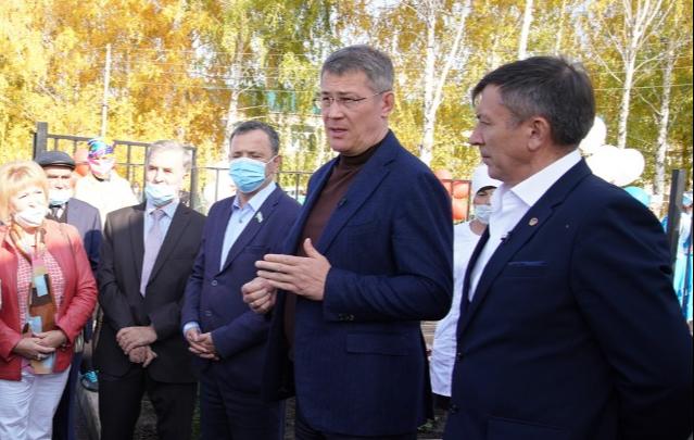 «У меня иммунитет к коронавирусной инфекции»: глава Башкирии объяснил, почему не носит медицинскую маску