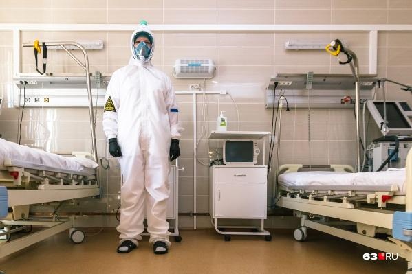 Пациентов, которые переносят вирус особенно тяжело, врачи переводят на ИВЛ