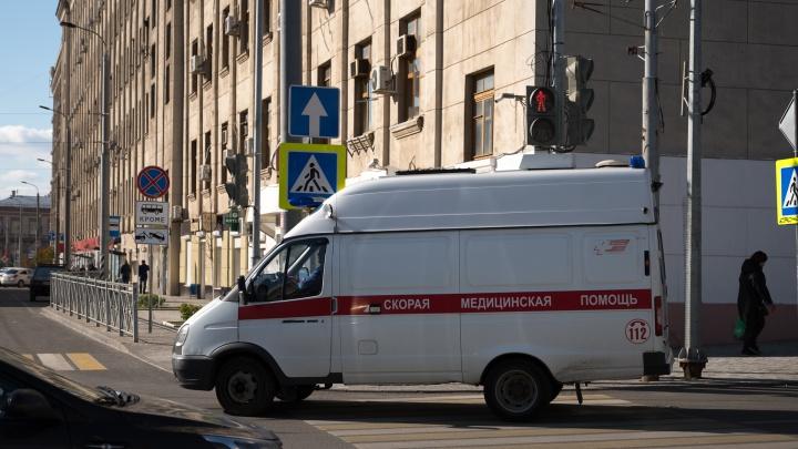 У ростовской горбольницы № 4 возникла очередь из скорых. Власти назвали причину