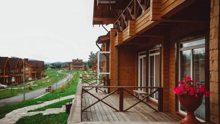 На популярном курорте в Челябинской области погибла женщина, выпав из окна ресторана