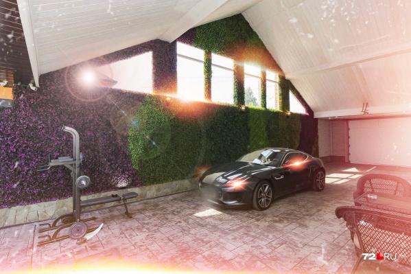 Да, это пространство для парковки автомобилей, откуда есть вход в дом. Как вам?