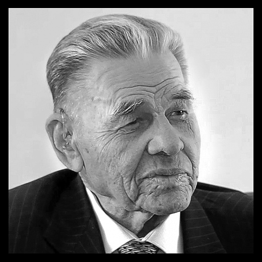 Виталий Долецкий являлся заслуженным машиностроителем РСФСР
