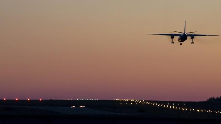 Из-за сильного тумана два самолета вместо Омска приземлились в Рощино