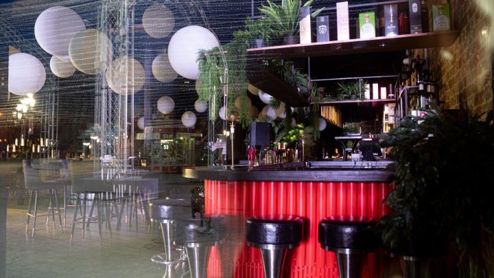 В Челябинске 6 баров и ресторанов поймали на нарушении коронавирусных запретов