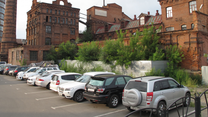 В Омской области многодетные семьи предложили освободить от транспортного налога