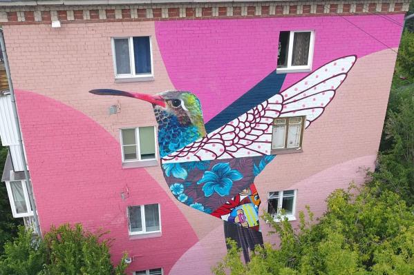 Челябинску явно не хватает ярких красок, а качественные рисунки на фасадах способны это исправить