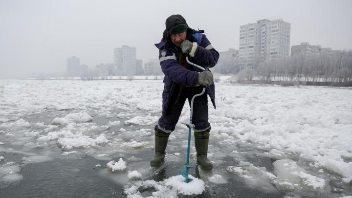 На тонком льду: фоторепортаж об омских любителях зимней рыбалки