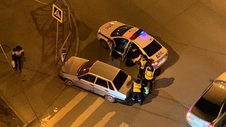 В Екатеринбурге водитель пытался уйти от полицейской погони на ВАЗе с утилизированными номерами