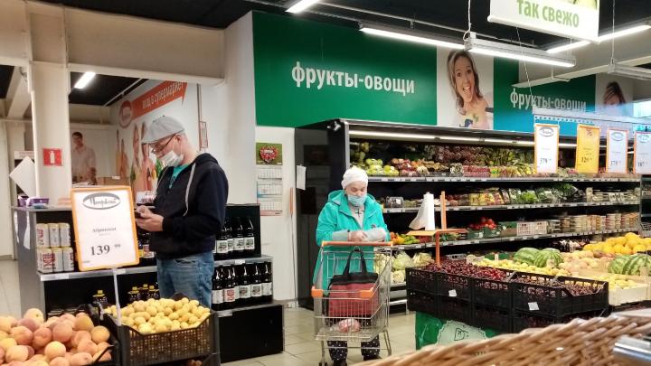 «Пусть раздают на входе»: что продавцы и покупатели думают о введении масочного режима в магазинах