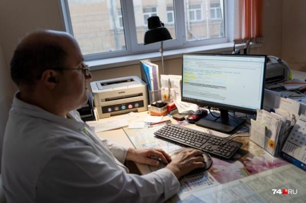 Все врачи получают данные о пациентах из системы «Барс», в ней ведется запись на прием, заполняются электронные медкарты