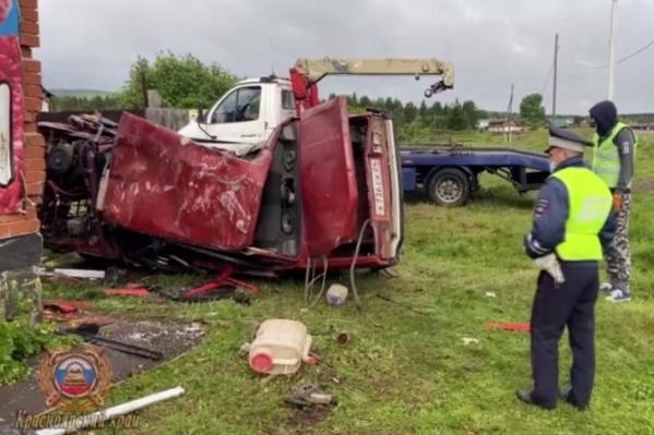 Три человека погибли в аварии