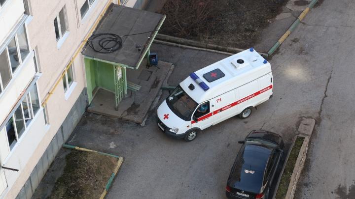 Соседи и сотрудники БашРТС спасли годовалую девочку, которая выпала из окна в Уфе