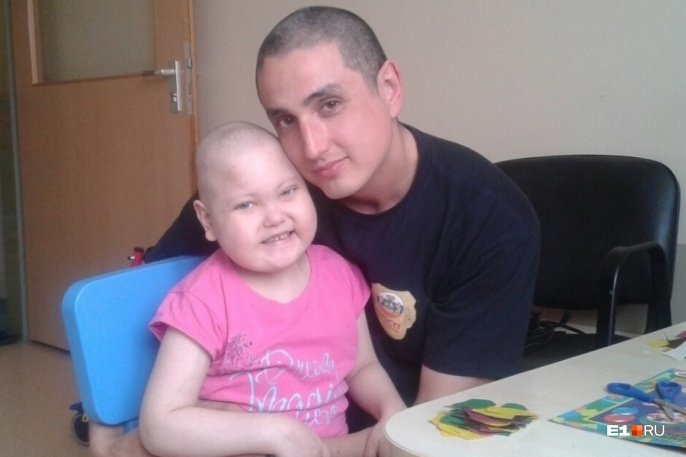 Диана с папой во время лечения