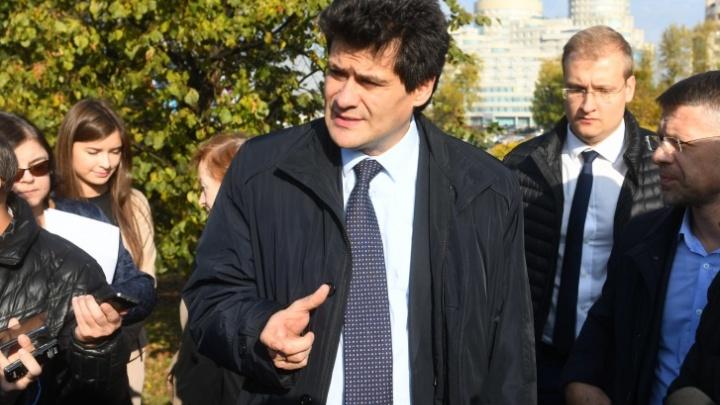 «Живем и мучаемся»: мэр Екатеринбурга объяснил, почему в городе не открывают торговые центры