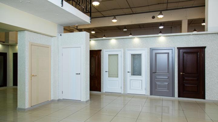 Более 100 образцов качественных межкомнатных дверей в одном салоне: обзор российских фабрик
