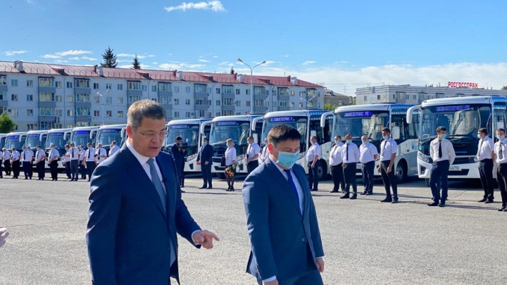 «Так, для хорошего настроения»: Радий Хабиров показал 55 новых автобусов для «Башавтотранса»