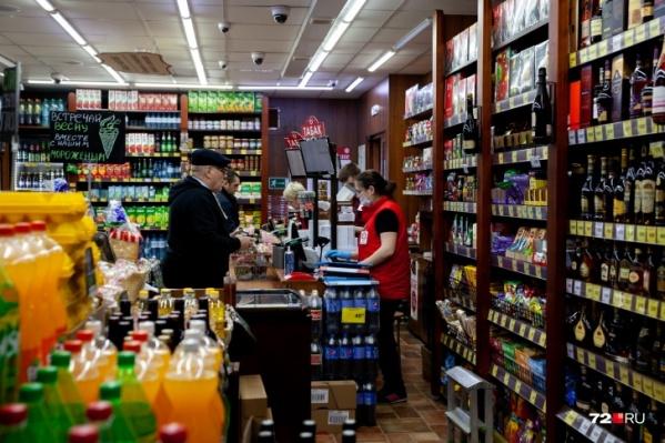 Специалисты еще отметили, что увеличился средний чек покупок в продуктовых магазинах