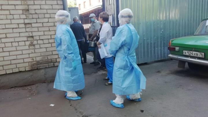 Попытка № 2: медики пожаловались, что в COVID-лаборатории берут не все мазки. Проверяем на месте