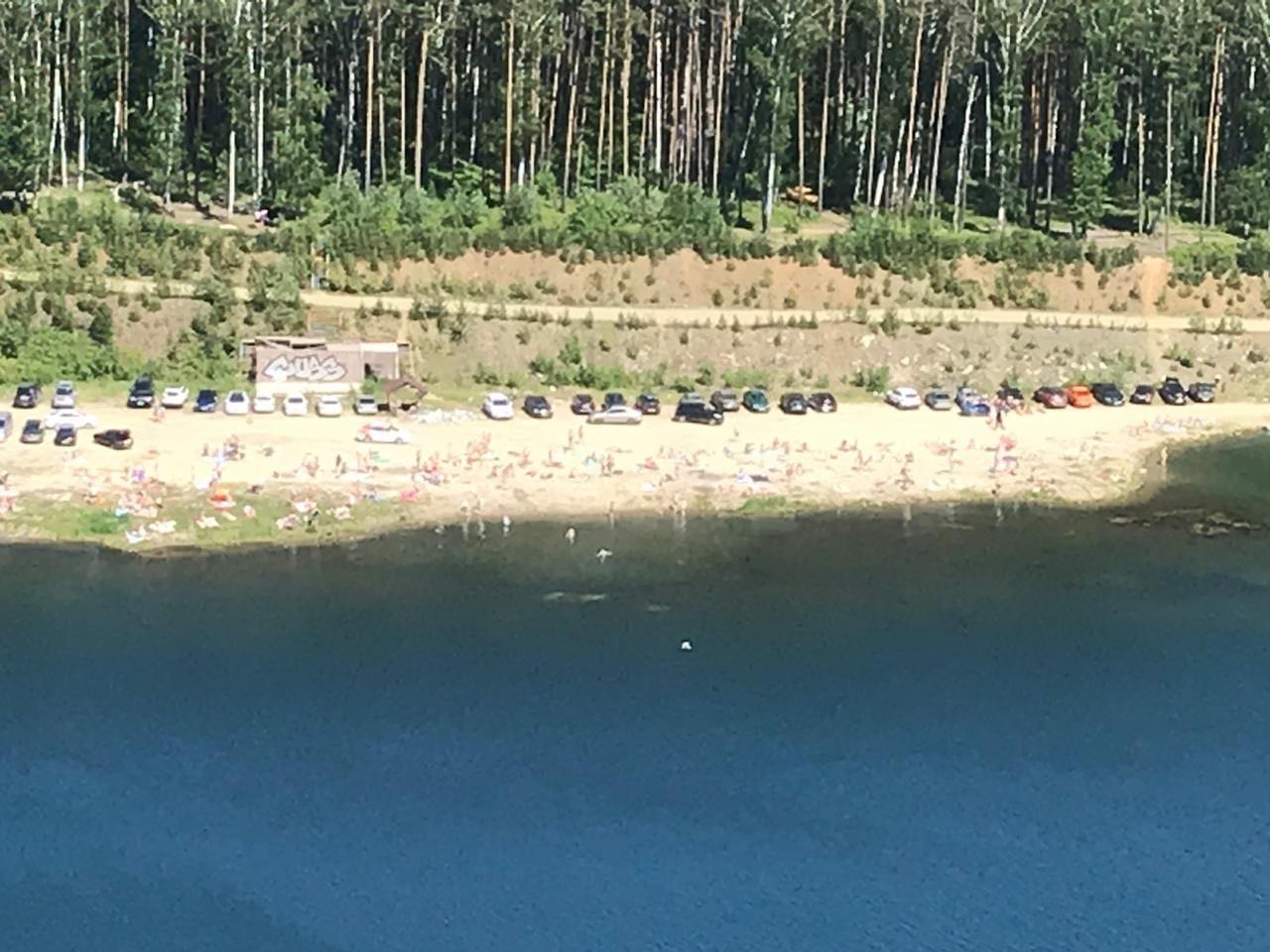 Уральцы советуют купаться в пляжных тапочках: на дне можно найти стекло