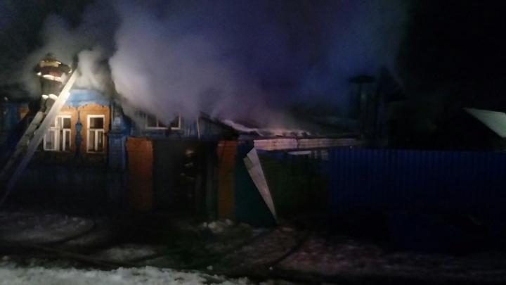 Ребенок и двое взрослых погибли при пожаре в Семенове