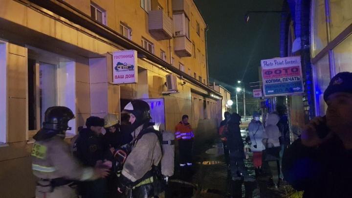 Пятьдесят человек выбежали ночью из загоревшейся гостиницы на Взлетке